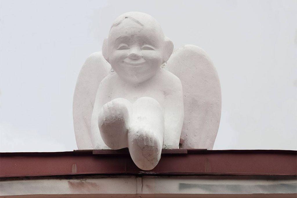 Скульптура «Ангел» работы скульптора В. Рамошка. Фотография © А. Ионаускас