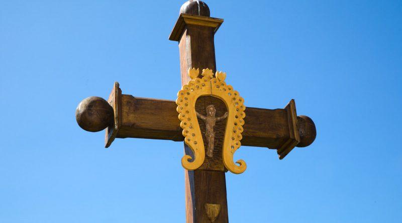 Освящение креста на католическом кладбище